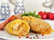 Рецепта Сарми с джолан - печен свински джолан в листа от кисело зеле с червено вино в гювеч на фурна